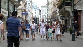 Rua de Kohlmarkt em Viena filme