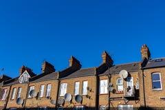 Rua de Londres de casas terraced vitorianos do século XIX pequenas típicas imagem de stock