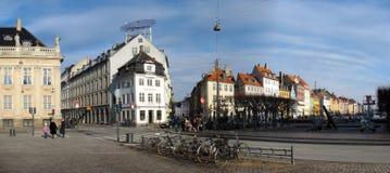 Rua de Nyhavn e quadrado de Kongens Nytorv Imagens de Stock