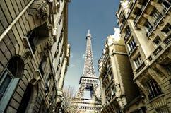 Rua de Paris, torre Eiffel, França Imagens de Stock