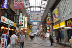 Rua de passeio do mercado de Namba imagens de stock