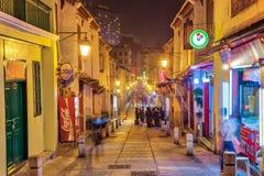 A rua de Rua a Dinamarca Felicidade na noite em Macau, China Imagem de Stock Royalty Free