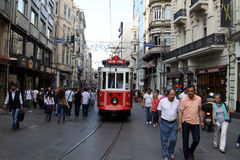 Rua de Taksim-Istiklal em Istambul Imagens de Stock Royalty Free