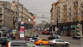 Rua de Tverskaya em Moscou em Rússia filme
