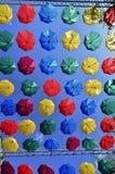 Rua decorada com guarda-chuvas coloridos Fotografia de Stock Royalty Free