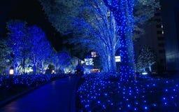 Rua decorada com iluminação azul fotografia de stock
