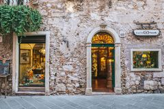 Rua disparada em Taormina, Sicília fotografia de stock royalty free