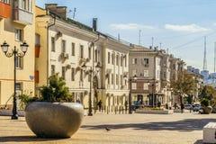 Rua do aniversário quinquagésimo da região de Belgorod Rua pedestre no centro residencial velho da cidade Belgorod Fotos de Stock