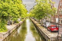 Rua do canal em uma vizinhança do edam vila netherlands fotos de stock