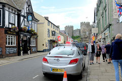 Rua do castelo, Conwy, Gales fotografia de stock royalty free
