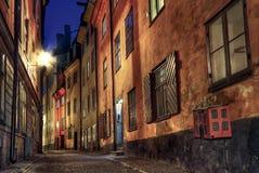 Rua do Cobblestone na noite. Imagem de Stock Royalty Free