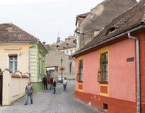 Rua do monastério no castelo da cidade velha Cidade de Sighisoara em Romênia Foto de Stock