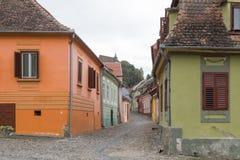 Rua do monastério no castelo da cidade velha Cidade de Sighisoara em Romênia Imagem de Stock Royalty Free