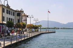 Rua do passeio na cidade de Iseo, lago Iseo, Itália Imagem de Stock Royalty Free