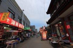 Rua do petisco na noite Fotografia de Stock Royalty Free