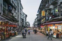 Rua do restaurante perto do mercado central da porcelana da cidade de xiamen imagens de stock