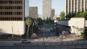 Rua do tráfego em Los Angeles do centro 4K vídeos de arquivo