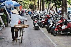 Rua dos velomotor da bicicleta de Vietname Hanoi Fotos de Stock