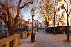 Rua e arquitetura da cidade românticas do nabrezje velho de Cankarjevo da cidade de Ljubljana imagens de stock royalty free