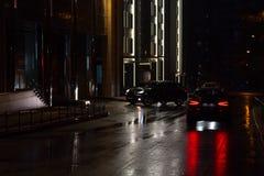 Rua e carros da noite Foto de Stock