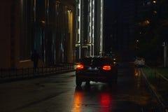 Rua e carros da noite Fotos de Stock Royalty Free