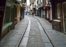 Rua e casas de pedra velhas, a balbúrdia, York, Inglaterra Foto de Stock Royalty Free
