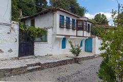 Rua e casas velhas na cidade velha de Xanthi, de Macedônia do leste e de Thrace, Grécia imagens de stock