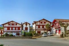 Rua em Ainhoa, Pyrenees-Atlantiques, França imagens de stock