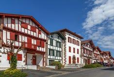 Rua em Ainhoa, Pyrenees-Atlantiques, França fotografia de stock royalty free