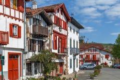 Rua em Ainhoa, Pyrenees-Atlantiques, França foto de stock royalty free