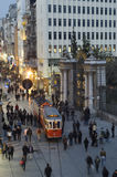 Rua em Beyoglu, Istambul-Turquia de Istiklal Fotografia de Stock Royalty Free
