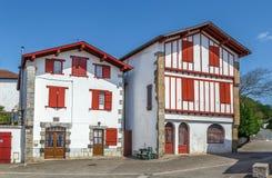 Rua em Espelette, Pyrenees-Atlantiques, França imagem de stock royalty free