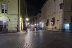 Rua em Krakow na noite Fotografia de Stock Royalty Free