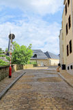 A rua em Luxemburgo pintou nas cores pastel Fotografia de Stock