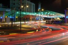A rua em Muscat decorou com luzes imagem de stock