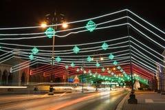 A rua em Muscat decorou com luzes Oman, Médio Oriente Fotos de Stock