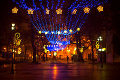 Rua em uma noite de Natal Imagens de Stock Royalty Free