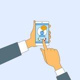 Rua esperta do toque das mãos do telefonema da pilha móvel Fotos de Stock Royalty Free