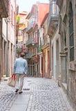 A rua estreita Imagens de Stock