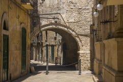 Rua estreita Bari, Puglia, Itália Fotografia de Stock