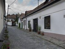 Rua estreita com pavimento de pedra coble Foto de Stock