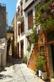 Rua estreita da cidade de Chania foto de stock