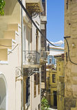 A rua estreita de Chania imagens de stock