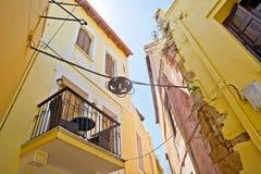 Rua estreita de Chania fotografia de stock