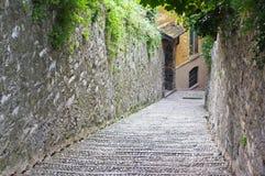 Rua estreita em Bellagio fotos de stock