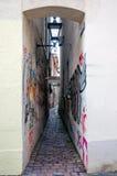 Rua estreita em Freiburg Fotos de Stock