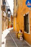 Rua estreita em Rethymno fotos de stock
