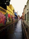 Rua estreita em um dia molhado foto de stock royalty free
