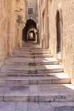 Rua estreita no Jerusalém de um quarto judaico Fotografia de Stock Royalty Free