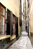 Rua estreita velha de Éstocolmo fotografia de stock